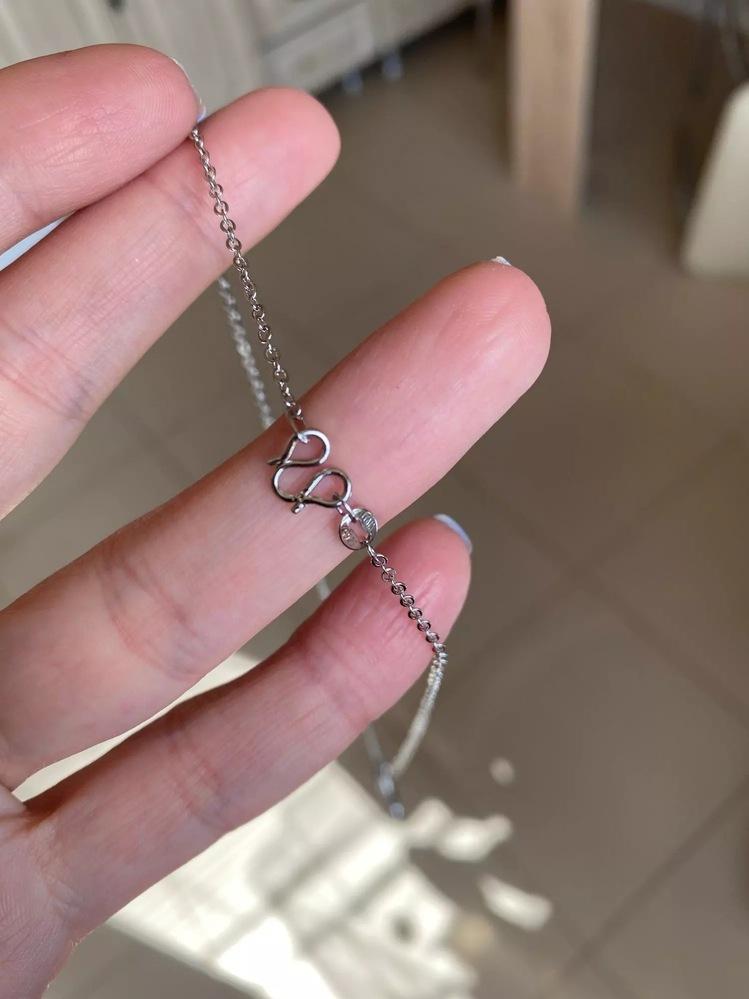 通販で買ったネックレスですが 根本の外し方がわかりません。 アリエクスプレスで購入したので 問い合わせは返答もらえません。 どなたかこちらの留め具の外し方 ご存知でしょうか?:;(∩´﹏`∩);:
