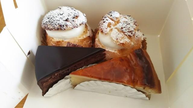 生シュー、チョコレートケーキ、チーズケーキ、どれが食べたいですか?