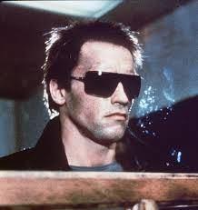 映画「ターミネーター」で、アーノルド・シュワルツェネッガーがかけていたサングラスを購入したいと思います!購入出来るサイトを教えて欲しいです!