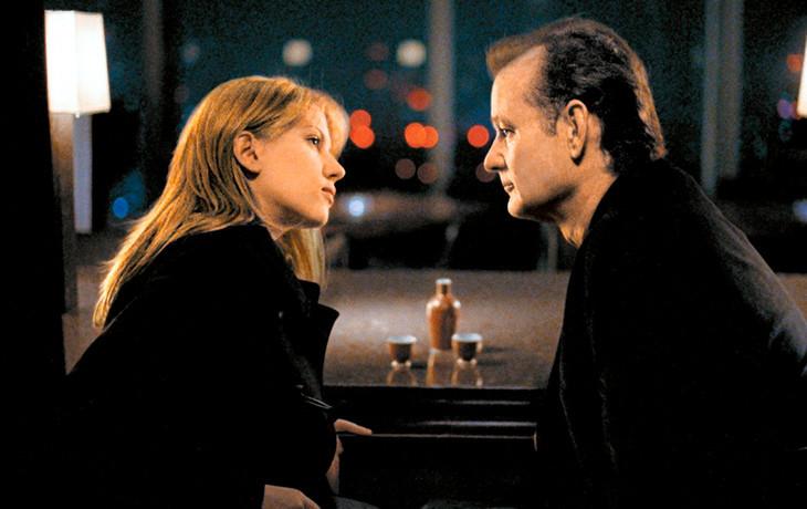 「ロストイントランスレーション」で 主演のビル・マーレイとスカーレット・ヨハンソンは かなり親密な間柄に見えますが この二人はセックスをしたのでしょうか? それともプラトニックラブだったのでしょうか?
