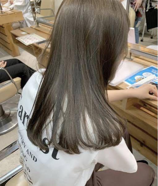 イエベ春なのですがこのような髪色は肌の色に合いますか?