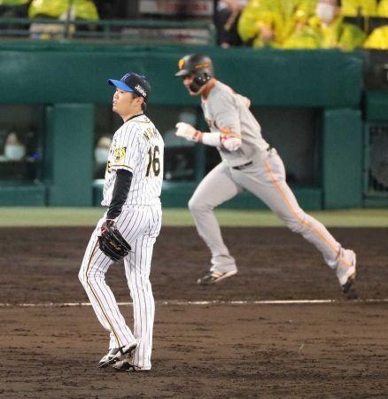 阪神打線のあっという間の出来事にビックリでしょうかね? 阪神vs巨人 リーグ戦再開最初は西勇輝とメルセデス いきなり西が満塁も中島宏之が決め切れずG打線が2回までで4残塁 佐藤輝明はチームが過去2年メルセデスに苦戦を知らないのか?初めての対戦で外野を抜く二塁打からサンズも抜いて二塁打 梅野隆太郎の当たりも岡本和真が追い切れず近本光司も左中間抜き1イニング4二塁打ってのはなかなかない様な気がするが3点 3回も1四球2安打でメルセデスを見切り田中豊樹だったがサンズがバックスクリーン右へ満塁アーチ あっという間の7点にG打線はスモーク退団もあってか意気消沈しちゃった?4回にちょっとだけ反撃も続かずに阪神打線も腹一杯?終わってみれば阪神の7-1 両軍は8ゲーム差 阪神は交流戦から7連勝で