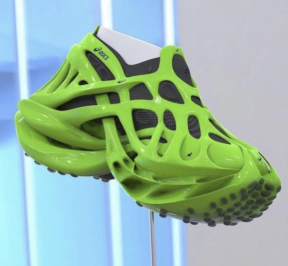 この靴の名前はasicsの何ですか?