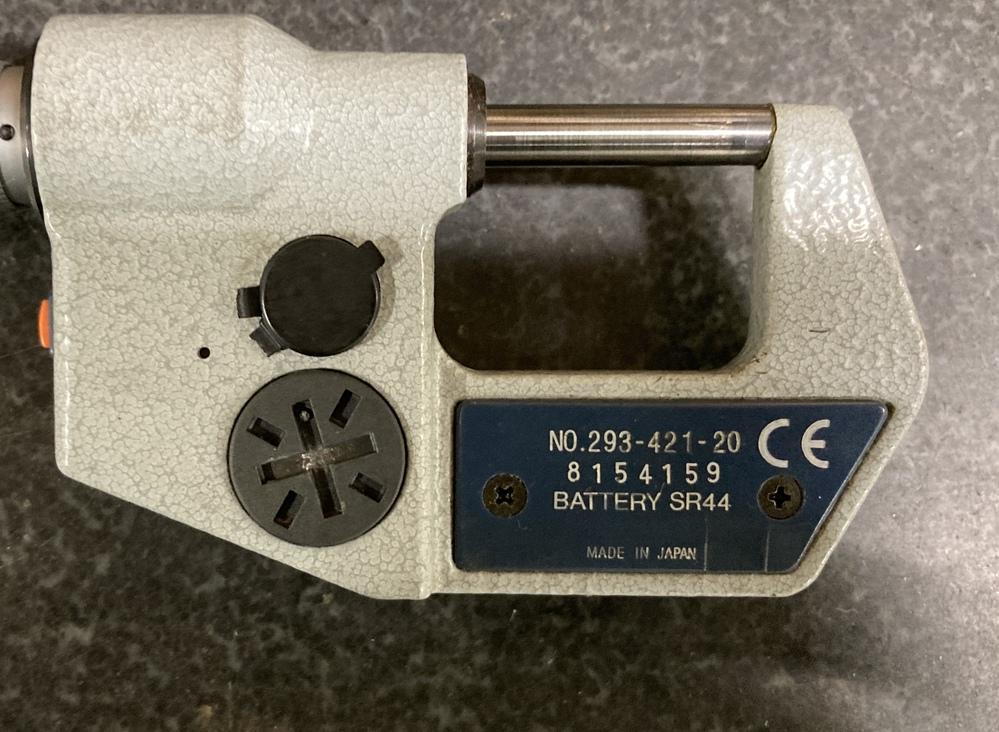 マイクロメーターを中古品で購入したのですが、 こちらのミツトヨ製のマイクロメーターは、 (型式293-421-20) デジタル表示の電源オフをするには、どうすれば良いでしょうか?