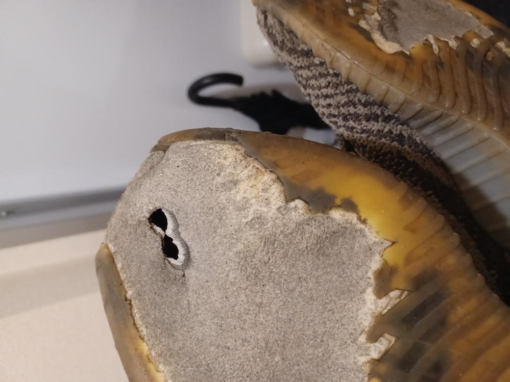 yeezy boostのスニーカーを修理したいのですが、どこで修理したいのか分からないため、教えて頂きたいです。 修理内容は、靴の裏の禿げてしまった部分の修復と、靴の先が欠けてしまったのでそれの...
