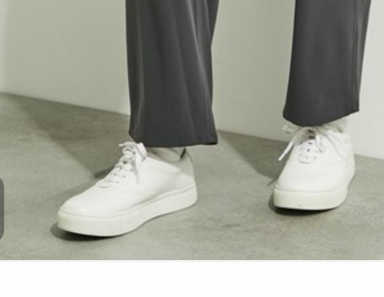 public tokyoさんがZOZOTOWNのコーディネートで使用している白スニーカーの名前わかる人いませんか?