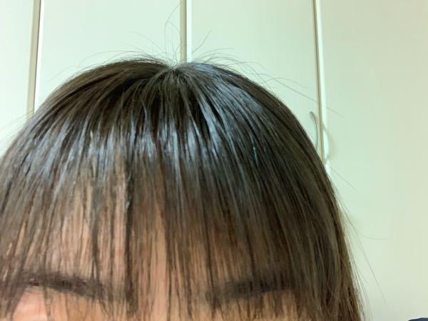 これって前髪薄いのでしょうか? 元々すごく重かったので自分なりに薄くしたのですがこれはいいんでしょうか?ちなみにのけた髪の毛はピンなどでとめてません。髪型はボブなのですが耳にかけたりしないのでのけた髪の毛をピンでとめたいのですがどこにとめればよいでしょうか?