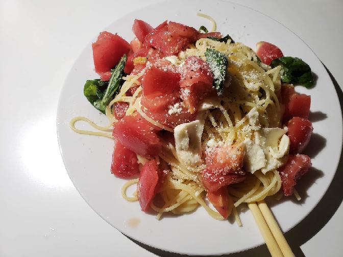 冷静トマトチーズパスタつくりました。どうですか?