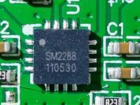 アクティブスピーカー内蔵のアンプについて 内蔵されているチップにSM2288とありました。 検索してもヒットしません。 このチップのメーカー、スペック、ピンアサインなどわかりましたら教えてください。