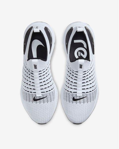 この靴はなんて言う靴ですか? どこで購入出来ますか?