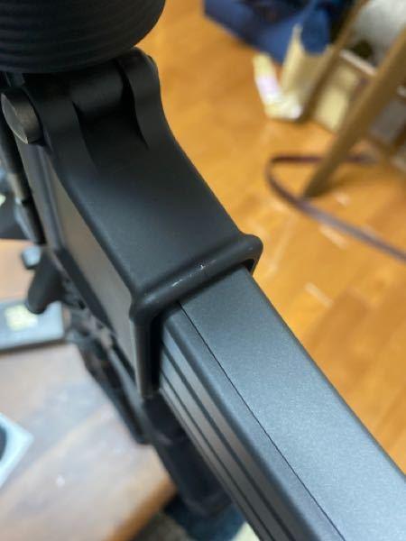 東京マルイ ガスブローバック CQBR テイクダウンしてホップ調整を繰り返すうちにレイルと当たる部分が削れてきました みなさんのM4はどうですか?