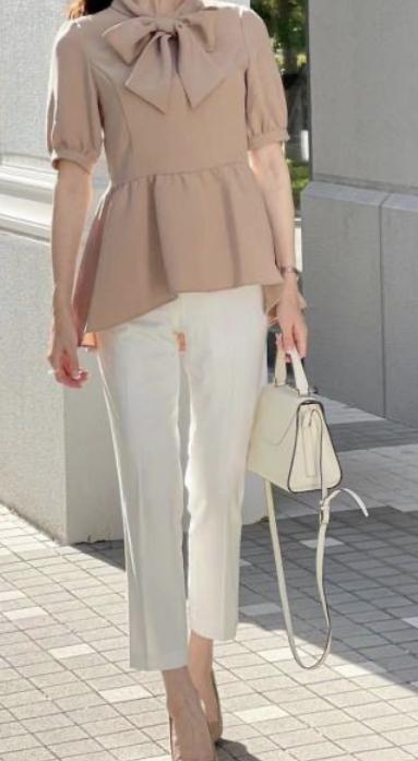 友達と買い物に行きます。 57歳ですが、この服装でおかしくないですか?