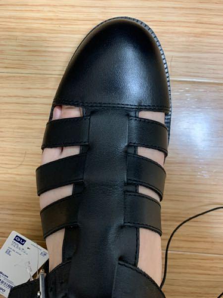 GUでリアルレザーグレカサンダルの25.0cmを購入したのですが、靴のサイズと的に縦の長さはあまっているのですかが横幅が若干きついです。 リアルレザーなのでだんだん足の形に馴染んできつくなくなり...