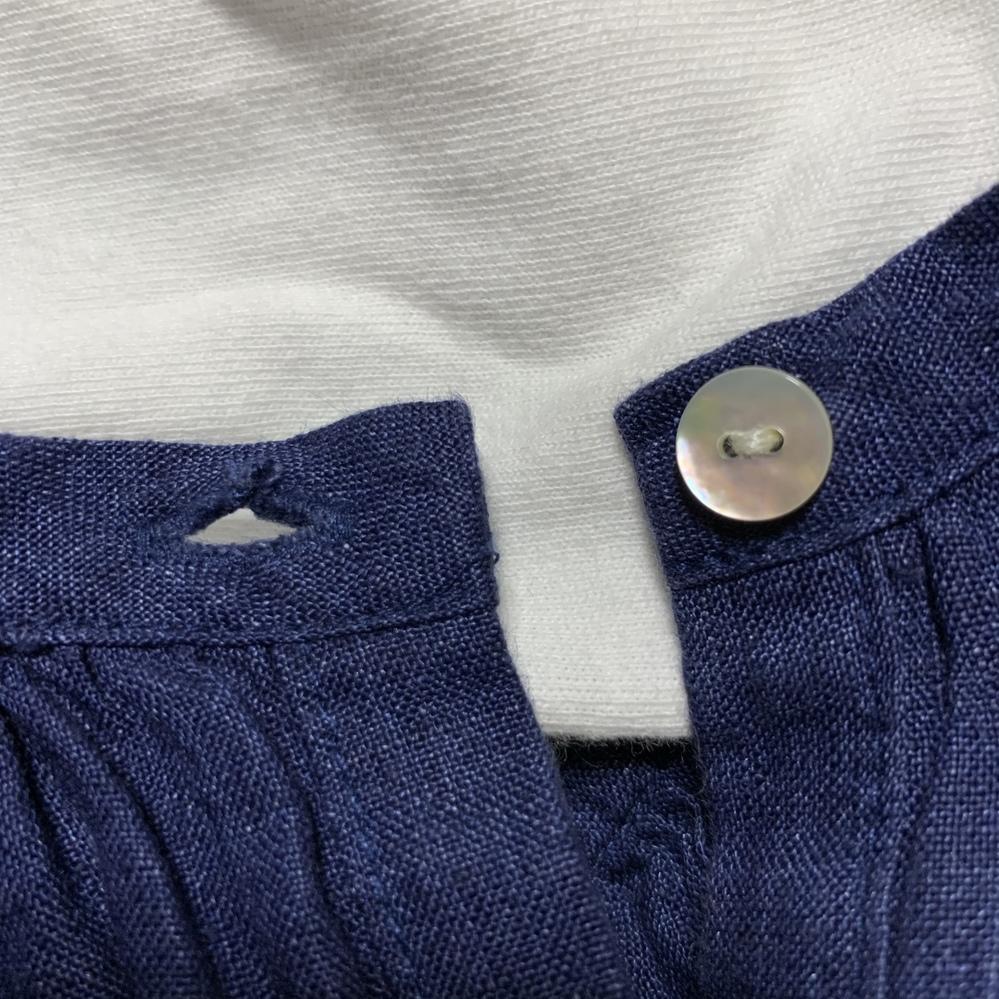 裁縫の質問です。 写真のようにボタンホールの糸と布が裂けてしまっています。 自分で補強したいのですが、おすすめの縫い方などありますか? よろしくお願いいたします。