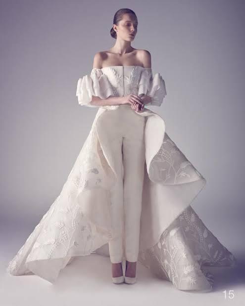 ドレスの型紙について 以前、袖の部分について質問させて頂きました。 今回はもっと詳しく袖とスカートの解説、アドバイスとあれば型紙をお願いいたします。