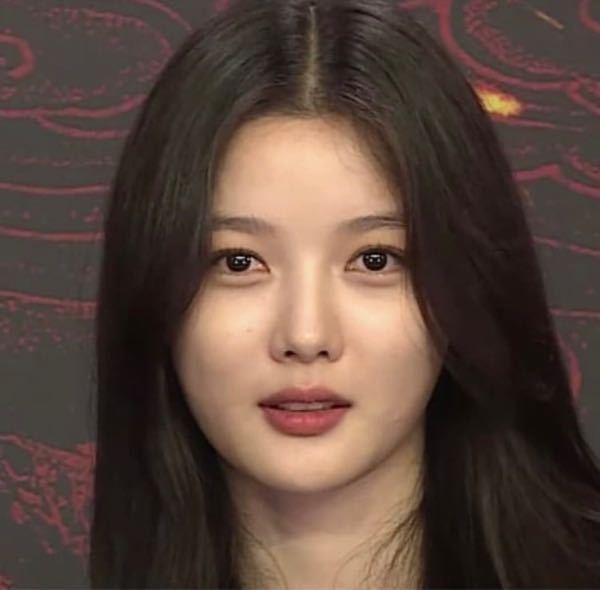 キムユジョンちゃんって求心顔ですか? 目と目の距離は近めですか?