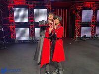 江口拓也さんと斉藤壮馬さんの写真のこのポーズは何を表しているポーズなのですか?