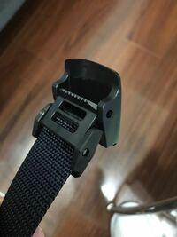 このベルトのプラスチックバックルは外せますか?ベルトの長さを調整したくて