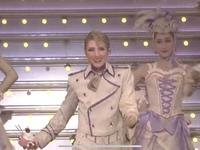 宝塚宙組のデリシューという公演の動画なのですが、真ん中の男役さんの名前を知りたいです。お願いいたします。
