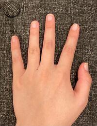 【画像あり】 自分の手がコンプレックスです。小さい頃から爪の形が横長で小さく、整っていませんでした。指も太く短くてとにかく本当に嫌です。 やっぱりハンドクリームなど塗らないといけないですかね…こういうのは飽きてはいけないことなんですけど、なにを試しても三日坊主でなかなか続かず…。