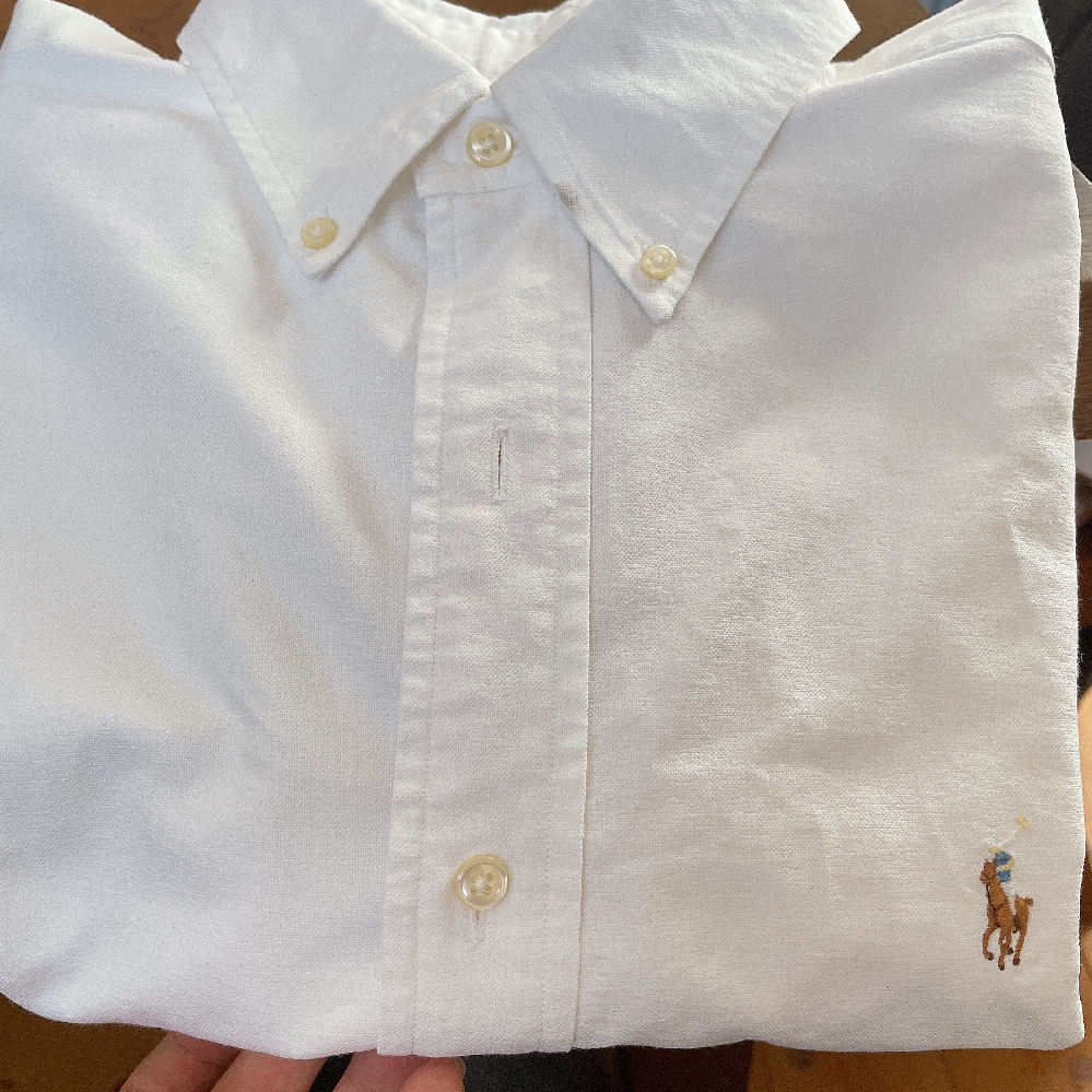 古着屋で買ったんですけど襟の汚れみたいなのが何ヶ所かあって、いい感じに消したり誤魔化したりできる方法はありますか??