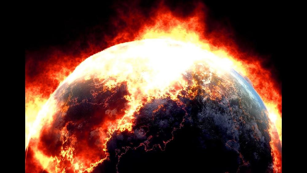 結局コロナって、地球温暖化が関係していると思う。 収束なんて言葉とは程遠い、今後ますますコロナ以外の、得体の知れないウイルスがはびこり、また新たな新型ウイルスが次々と生まれ、尾身会長を信用して、ノロノロと対策に従っているうちに、もう本当に後戻りできない世界になるのでは?世界もそう。マスク着用義務などの規制は撤廃され、トランプみたいにマスクなしで堂々と振る舞いコロナにかかったり。 何を信じていいか分からない世の中で、誰かが何かを言えば、それになびいて失敗する。 人間の考えなんて、甘いんじゃないか? コロナやウイルスのほうが恐ろしく強く、隙をついてどんどん拡大する。 このままじゃ、もう本当に人類は、地球はダメになるのでは? 人間なんて、ちょろい。 どう思われますか?