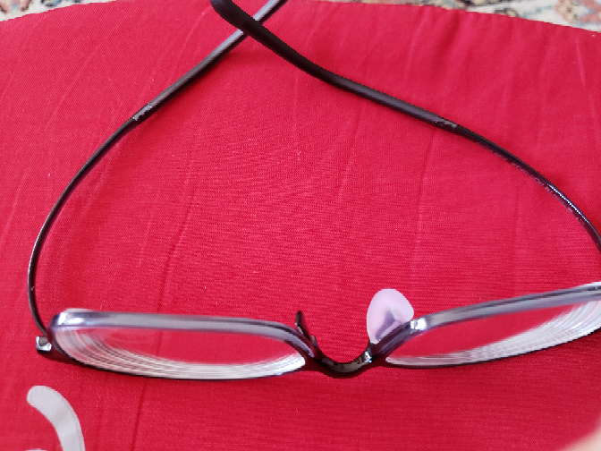 メガネの鼻の部分の部品を紛失してしまいました、、、メガネショップで鼻の部品だけを貰うことは可能でしょうか?