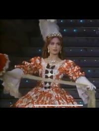 宝塚のベルサイユのばら 1989年 雪組 杜けあきさんがアンドレの公演についてです。  最後パレードでチラッと映ってるこの超絶美しい方のお名前を教えてください!
