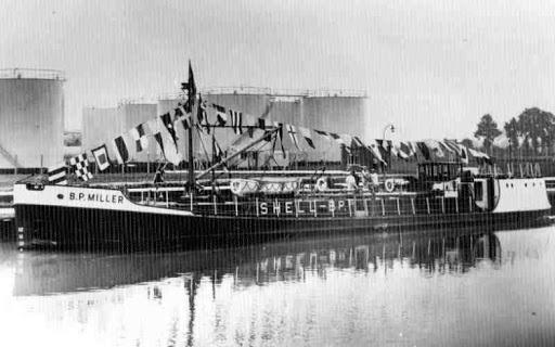 なぜこのタンカー(B P Miller 1956)はフォイトシュナイダープロペラを採用したの?