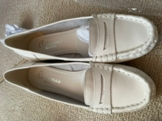 この革靴、春夏しか履けませんか?