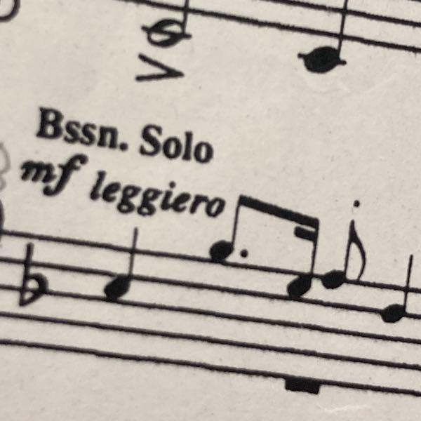 バスクラのとある曲の楽譜です。バスーンソロと書いてありますが、バスーンがいない場合はバスクラが吹くのでしょうか?