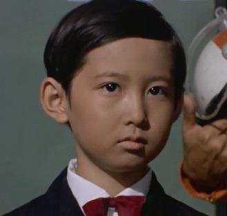 特撮作品で「て・で」から始まるゲストといえば最初に誰を思い浮かびますか? 役名、ゲスト者名、番組タイトルと出演した回、画像、セリフなどを教えてください。警官など役名がない場合、ゲスト者名は必須です。 例 輝夫(永吉健太郎) 帰ってきたウルトラマン 第31話「悪魔と天使の間に」 聾者の少年に化けてウルトラマン抹殺を企むゼラン星人。 「私が、宇宙人だとでもいうつもりかね。やめた方がいい、 キチガイ扱いされるだけだ。ハハハ」