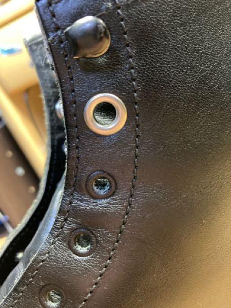 ブーツなのですが、今内径6mmのハトメが打ってある穴に、内径5mmのハトメを打つことは出来るでしょうか。よろしくお願いします。素材は厚めの革です。