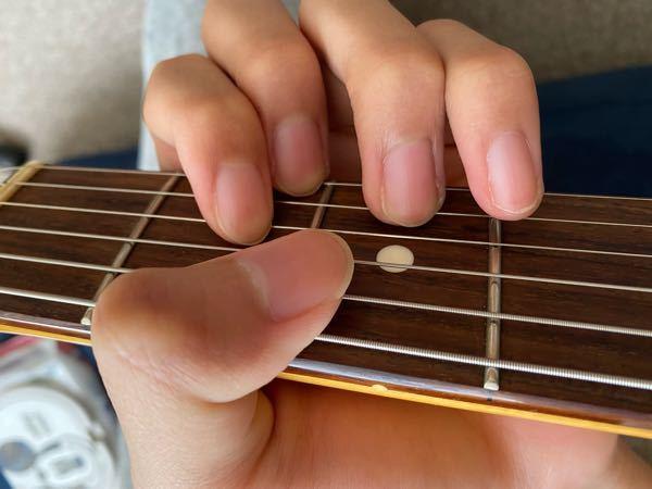皆さんはDのオープンコードを押弦した時、親指がこんな感じになりますか? なんか気持ち悪く無いですか?