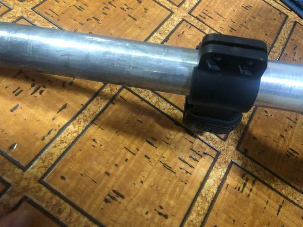 クロスバイクのサドル下のシートピラーについてるこの黒いものは何ですか? これって外してもいいんですか?