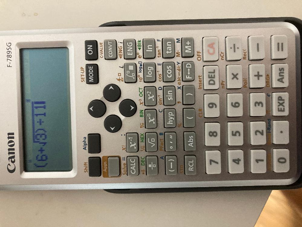 関数電卓の使い方に関して質問です。私は(6+√3)/11の計算を行いたいのですが、3の後に)を押すと画像のように√の中に)が出てきてしまって以降も√の中に含まれてしまい、うまく計算できません。 どのようにしたら(6+√3)/11と計算できますか?