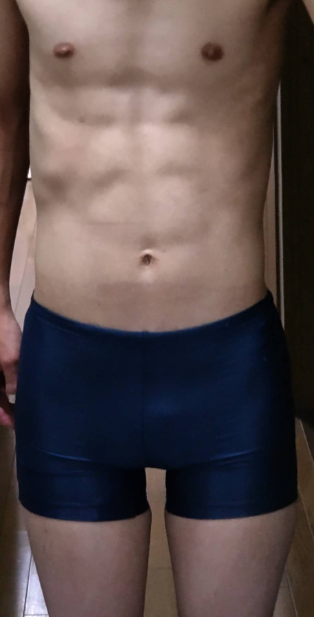腹筋は大きく割れて6パックの人もいますが僕の腹筋は一つ一つが細かく割れてるから8パックに見えるのですか?