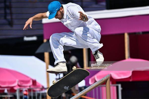 彼が履いてるスニーカーわかる方いませんか??? 欲しいです。 スートボードフランス代表の方です