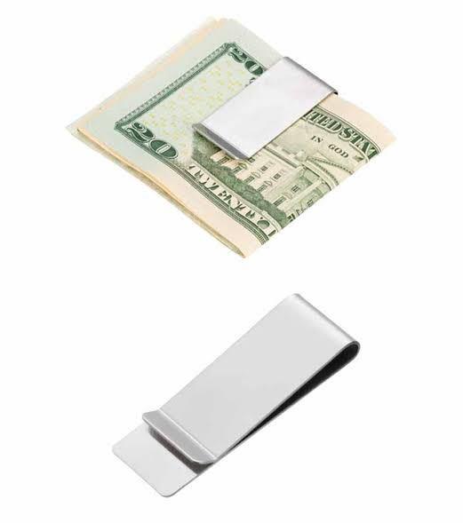 このようなステンレスのマネークリップでキャッシュカードを挟んでいるのですが、磁気不良になったりするのでしょうか?