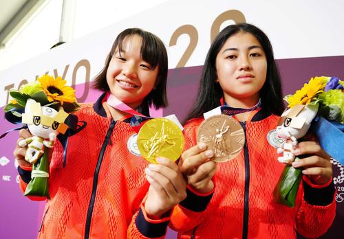 世界では小学生の年齢での金メダリストがいるんでしょうか? 東京五輪はスケボーで西矢椛選手が13歳10ヶ月の金メダルで1992年バルセロナの岩崎恭子さんを超える日本最年少らしいが 日本最年少がこ...