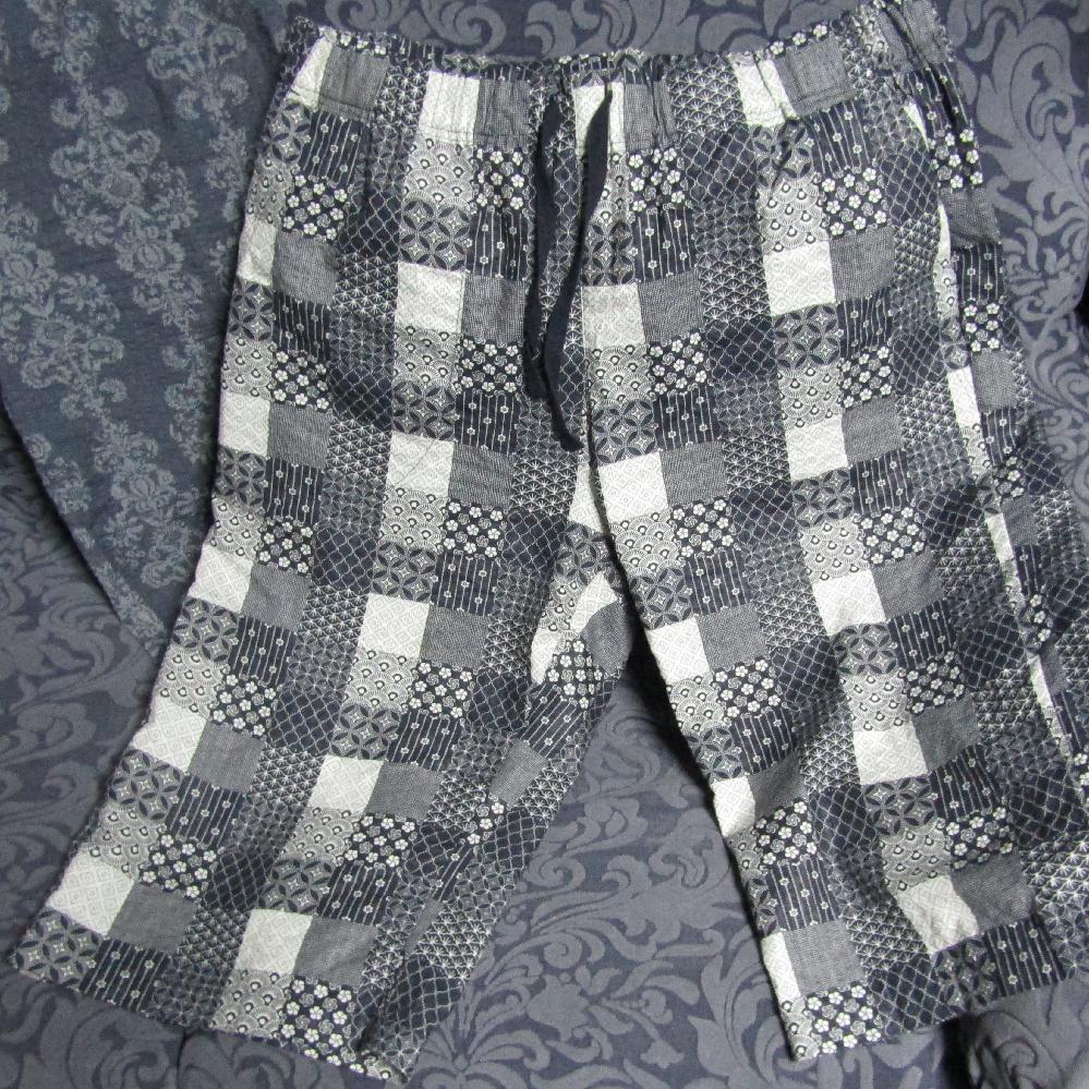 シニアの方はしまむらのハーフパンツ履いてスーパーで買い物したりしますか? 和柄のパンツにサンダル履き、メタボの腹を強調してシャツインで着こなす どうでしょうか?
