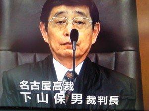裁判官が日本を滅ぼすより 驕りやエリート意識に支配された彼らに、自分自身が民主主義の敵になっていることを自覚せよといってもおそらく不可能に違いない。 なぜ裁判官は民主主義の敵なのでしょうか?