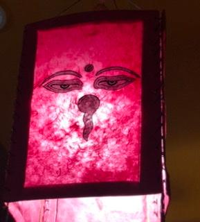 インド料理店で良く見かけるのですが、これは何かの神様でしょうか、あるいは象徴でしょうか 名前が知りたいです