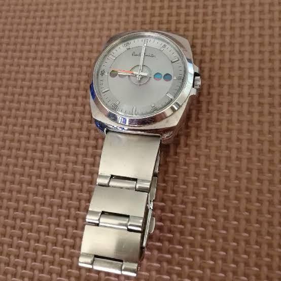 写真のようなポールスミスの時計のメタルベルトがとても好きなのですが、このような幅が広めのベルトはポールスミスにしかありませんか?文字盤があまり好きではないので他のブランドでもあるのかしりたいです。