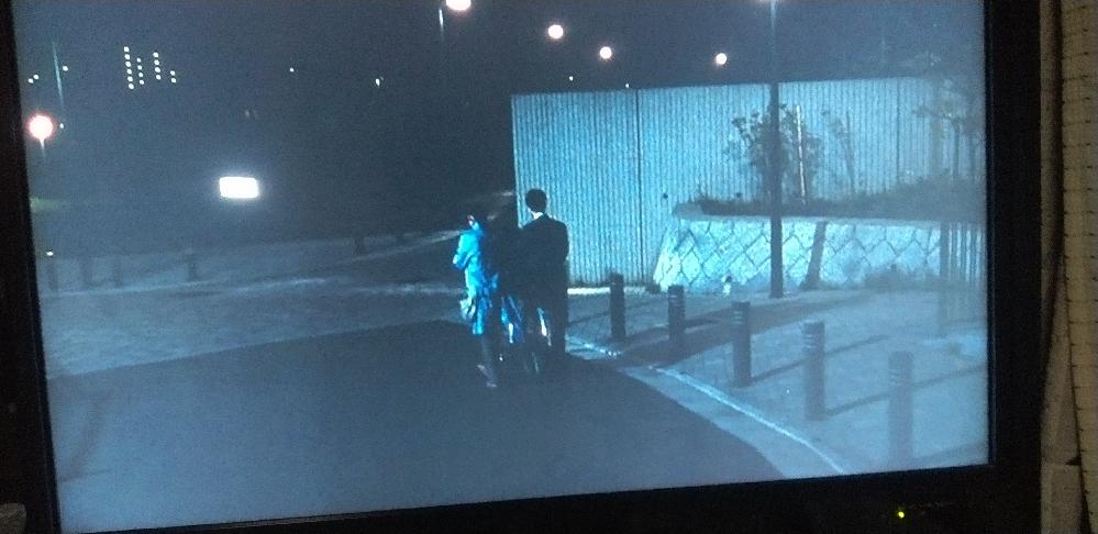 17年前に撮影された映画、運命じゃない人 で主人公とヒロインが自転車二人乗りするシーンがあるのですが、 多摩ニュータウンらしく長い階段を降りて住宅街に出て辺りにマンションも幾つか見える、この場所...