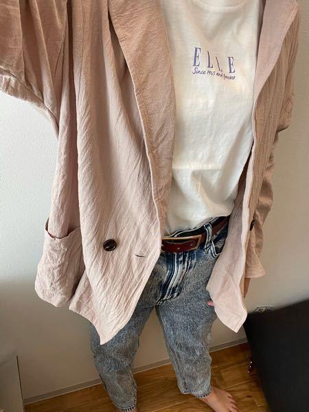 この服装おかしいでしょうか???? また、白T着ると下のキャミが透けるのですが、 そういうTシャツ着る時は何色のキャミを 着るのがいいのでしょうか? 今は白で、キャミソールの縁?の部分が透けます。
