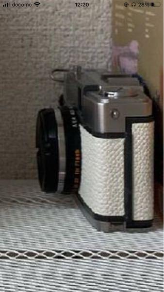 このカメラどこのメーカーのなんて機種か知りたいです。カメラに詳しい方教えてください!