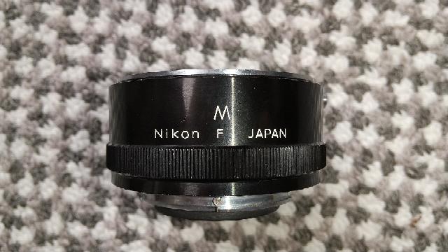 カメラ機材ですが、これは何でしょうか、用途も教えて下さい。 300mmの望遠レンズに装着されていました。
