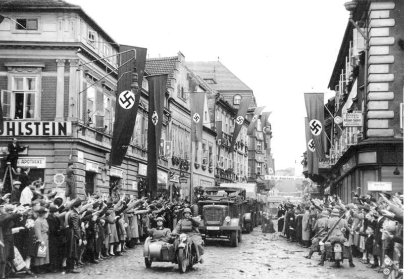 なぜドイツてバイクメーカーが少ないのですか。 ・・・・・・・・・・・・・・・・・・・・・ よく分からないのでが。 ドイツは自動車大国だと思うのですが。 なのになぜバイク大国ではないのですか。 ・・・・・・・・・・・・・・・・・・・・・ よく分からないのですが。 日本がバイクと自動車のメーカーが多いのは戦争に負けて航空産業や軍事産業が禁止にったからだと思うのですが。 よく分からないのですが。 イタリアもバイクと自動車のメーカーが多いのは戦争に負けたからだと思うのですが。 よく分からないのですが。 なぜドイツは戦争に負けたのに日本やイタリアみたいにバイクメーカーが多くないのですか。 と質問したら。 ドイツ人はバイクに興味がないから。 という回答がありそうですが。 F1レーサーのシューマッハ父やヴェッテルは趣味がバイクだったと聞きますが。 それはそれとして。 なぜドイツはバイクメーカーが少ないのですか。 ドイツも戦後は航空機産業や軍事産業が規制されたと思うのですが。 なぜ日本やイタリアみたいにバイクメーカーが増えなかったのですか。