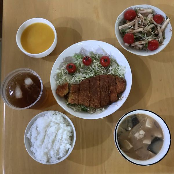 夏休みの宿題で料理をしました。 どうしてもタイトルが思いつかないのでこの料理のタイトル考え方てもらいたいです
